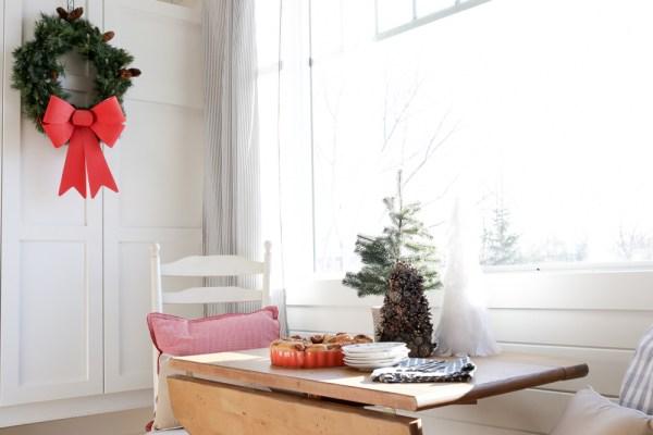 Christmas Morning Cinnamon Buns   via Ashlea of This Mamas Dance