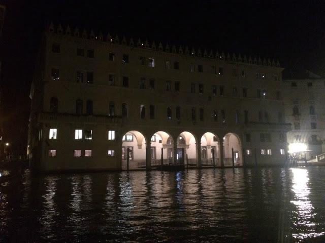 Italia ciudad canales museos palacios