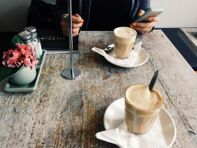 nos tomamos un café