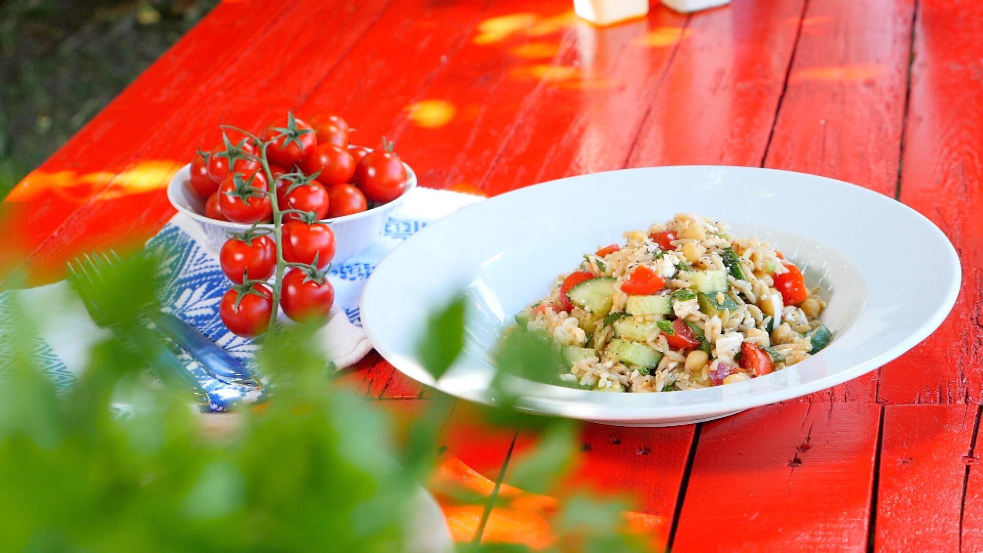 Καλοκαιρινή σαλάτα με κριθαράκι ολικής άλεσης- video