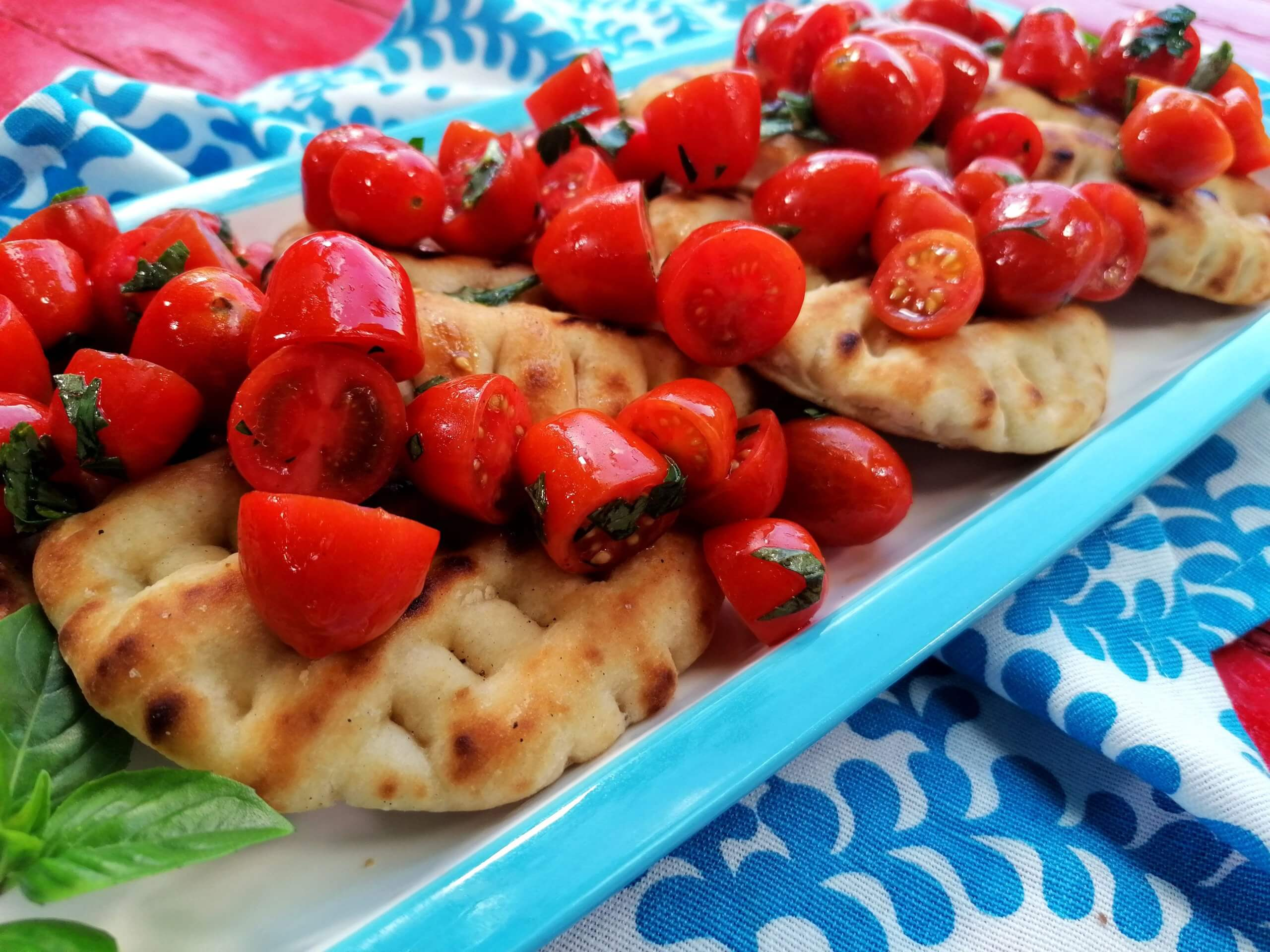 Πιτούλες με ντοματίνια & φρέσκα μυρωδικά. Δες Πως! –  (video)
