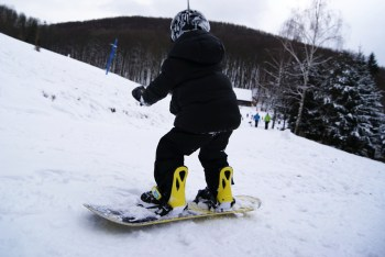 3 years old snowboarder