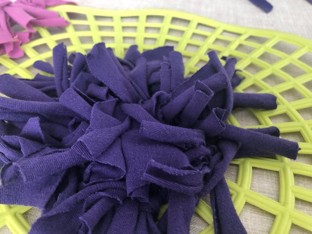 como hacer una alfombra con camisetas viejas