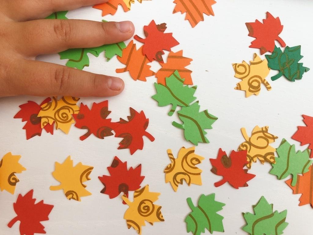 hojas de otoño de papel troqueladas
