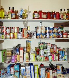 ¿Qué alimentos se guardan en el almacén familiar?