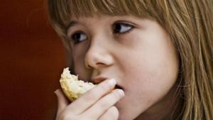 4 formas de prevenir trastornos alimenticios en tu hija