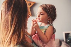 Lenguaje de señas para bebés en guarderías | Podcast 024