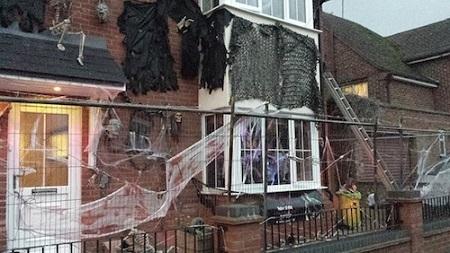 ハロウィンの家の外の装飾