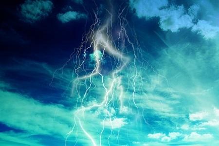 海に雷が落ちたら魚や人は感電してしまうの?
