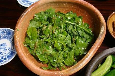 春菊は実は生で食べられる野菜!サラダにオススメなわけとは?