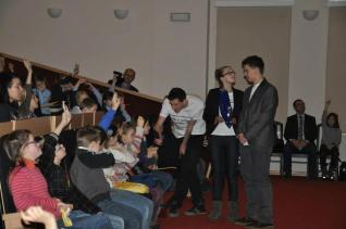 Mimo to, kilku szczęśliwców mogło odpowiedzieć na pytanie do mikrofonu i dostać nagrodę :)
