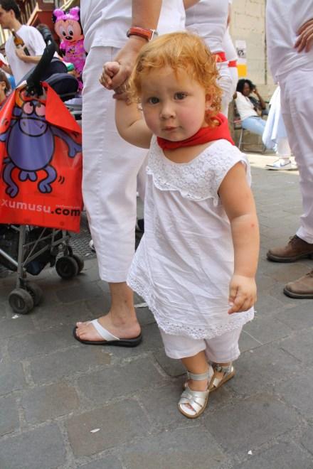 Cristina, con menos de dos años, disfrutó muchísimo las fiestas.