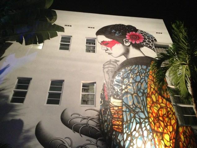 Mural realizado en el hotel Lord Balfour por el artista fin Bac.