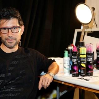 Marco Peña durante el backstage de TRESemmé.