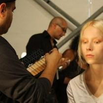 En proceso de maquillaje.