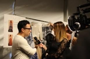 Luis Antonio dando entrevistas a los medios.