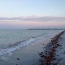Caminando por la playa.