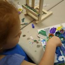 Ella sola pintó dentro de la tapa.