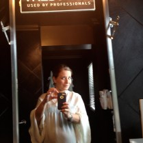 Y mientras me tocaba mi turno con Marco, una selfie en el espejo.