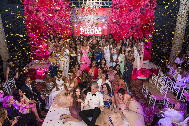 'Say yes to the Prom': Más allá de un lindo vestido y una fiesta / More than a nice dress and a party