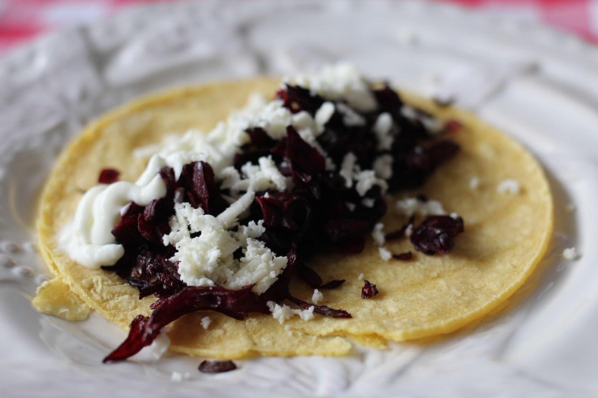 Tacos de flor de jamaica /Hibiscus tacos
