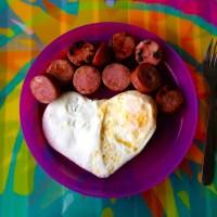 Obsesión: huevos estrellados en forma de corazón