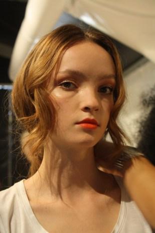 Esta bella modelo luciendo el peinado.