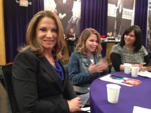 Dra. Ana María Polo durante una reunión con blogueras en Miami.