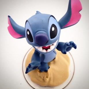 Y al finalizar la tarde, como no tenemos consola de juegos, nos regalaron este lindo personaje de Stitch con el que Cristina se ha divertido jugando.