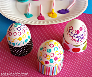easter-egg-decorating-with-a-straw
