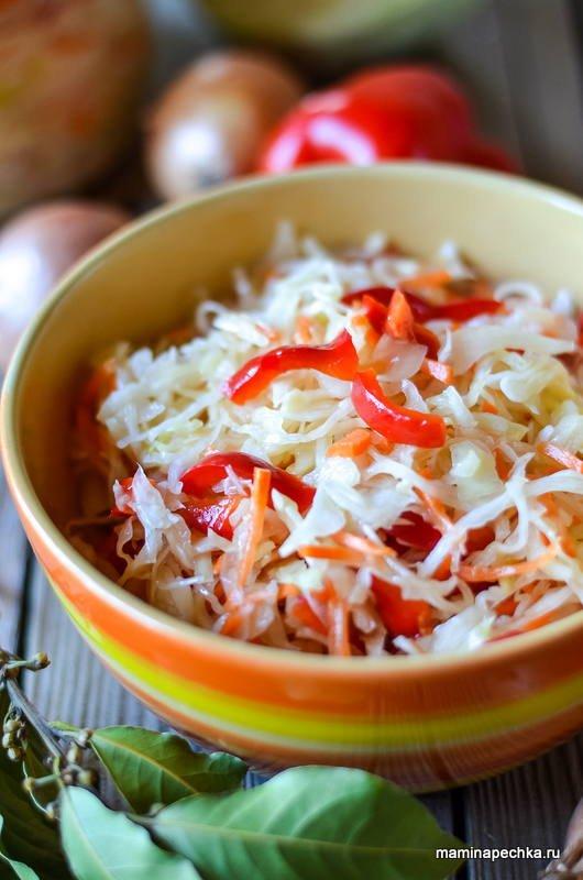 Солить капусту с перцем и морковкой