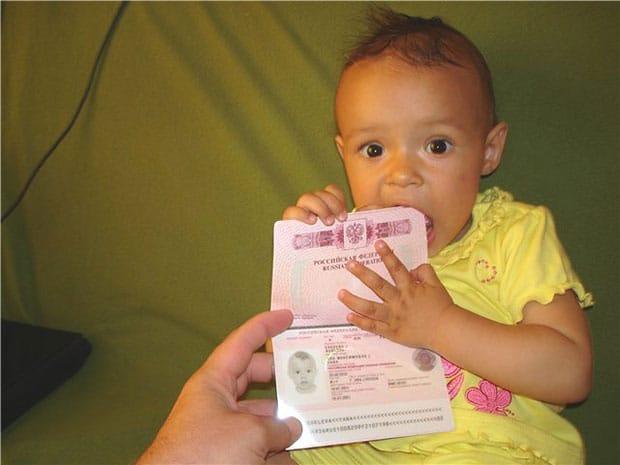 Как оформляется загранпаспорт для новорожденного. Выезжаем за рубеж с малышом — как сделать загранпаспорт ребенку до года? Как делают загранпаспорт грудному ребенку