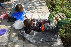 Gartenarbeit und Vorbereitungen fürs Hochbeet