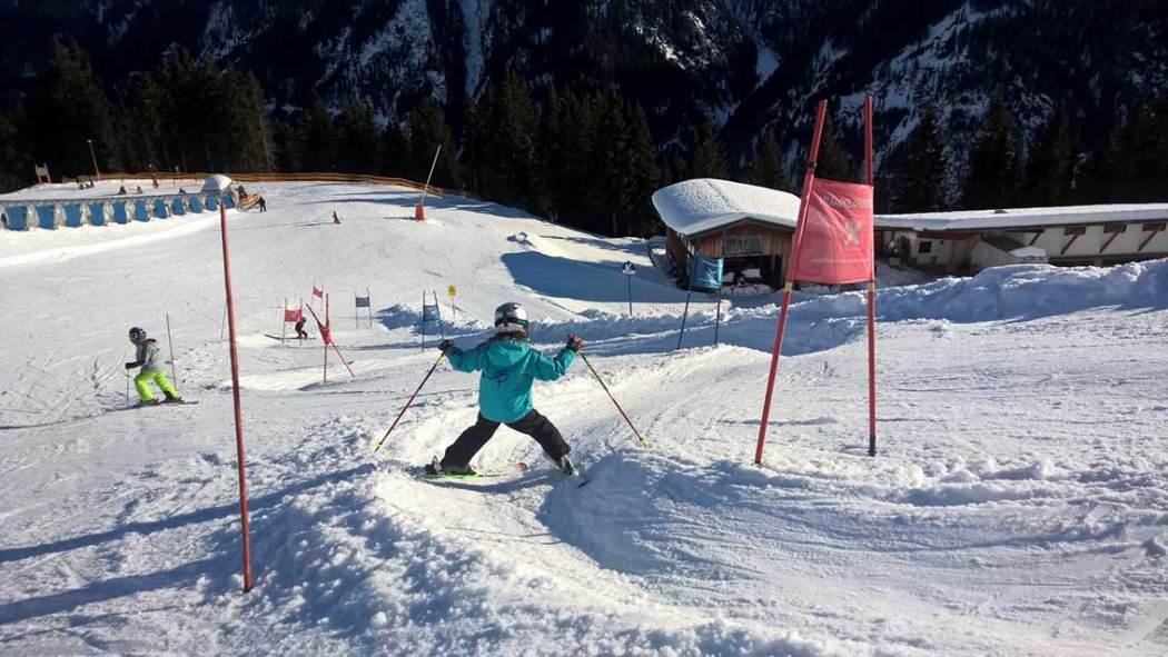 Skifahren mit Kindern rund um Innsbruck: Familienski in den SKigebieten Kappl und See - Paznaun - da ist für jedes Können was dabei!