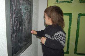 Einfache Beschäftigungen für Kinder bei Langeweile