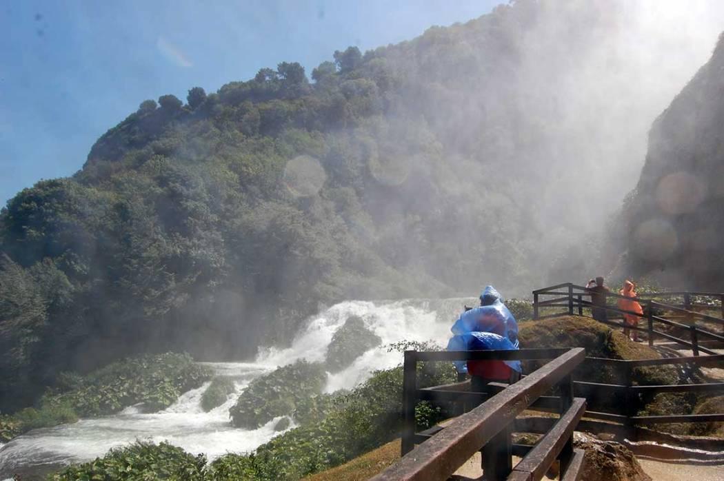 Roadtrip Mittelitalien - Camping Le Marmore Wasserfall