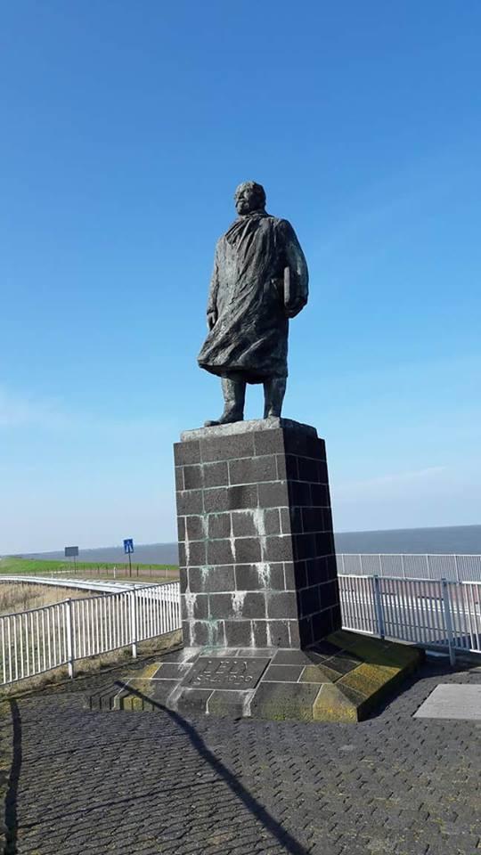 standbeeldvan ingenieur Cornelis Lely, de ontwerper van de Afsluitdijk