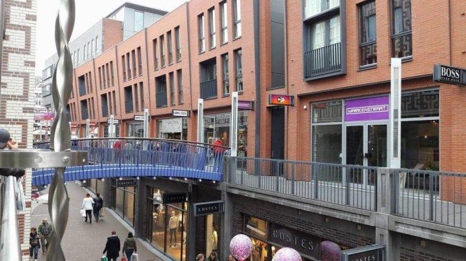 de hypermoderne Marikenstraat in Nijmegen, winkelstraat