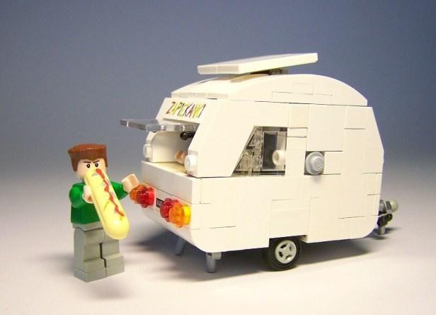 met een caravan op vakantie