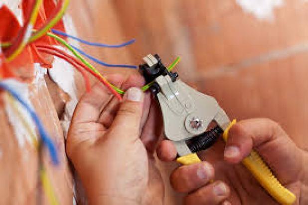 شركة صيانة وتركيب كهرباء بالرياض