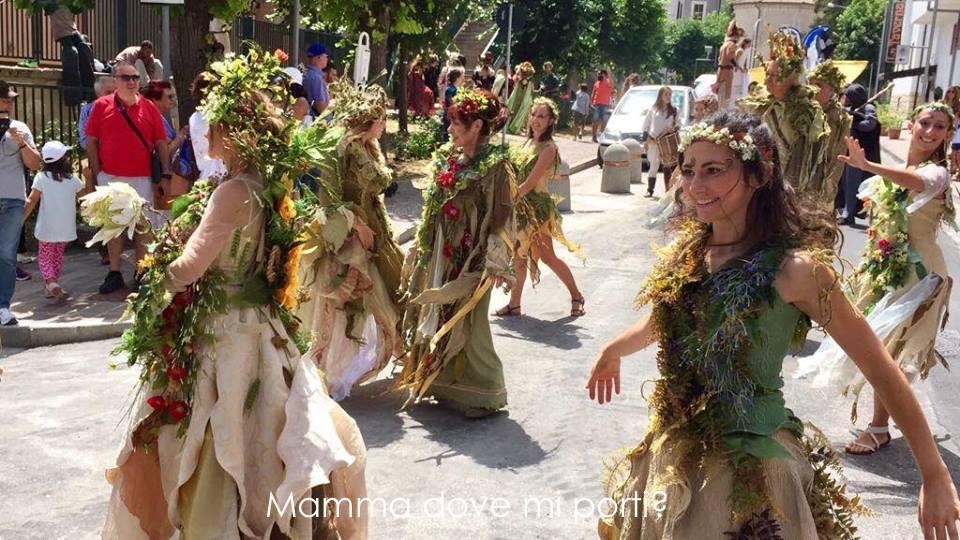 Parata di Apertura Roccaraso Festa degli Gnomi - Mamma dove mi porti?