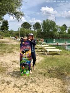 Anna è pronta per entrare in acqua Lago Hot Lake Cable Park Manoppello Pescara