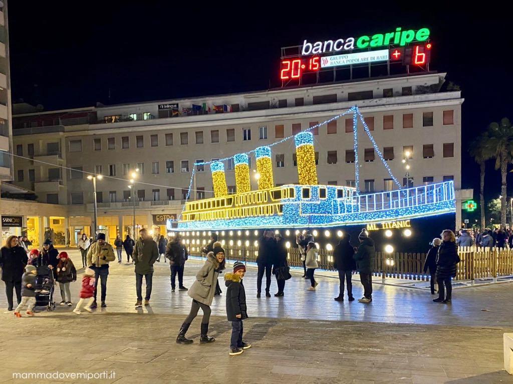 Luci d'artista Luminarie Natale a Pescara 2019 - Piazza Salotto