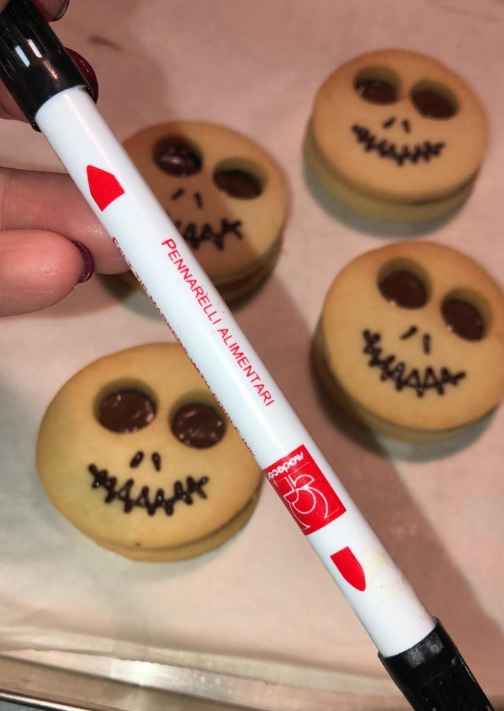 Pennarello alimentare per dolci di Marisa per festeggiare Halloween a casa