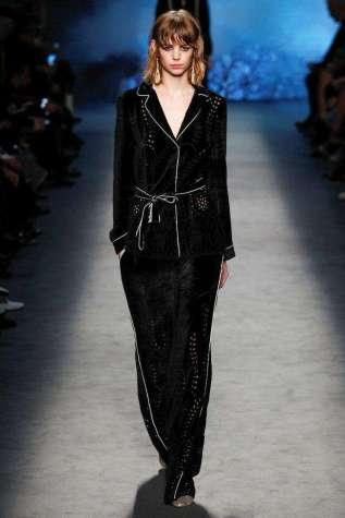 pigiama-style-nero-alberta-ferretti
