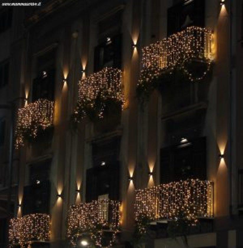 Balconi con decorazioni di Natale