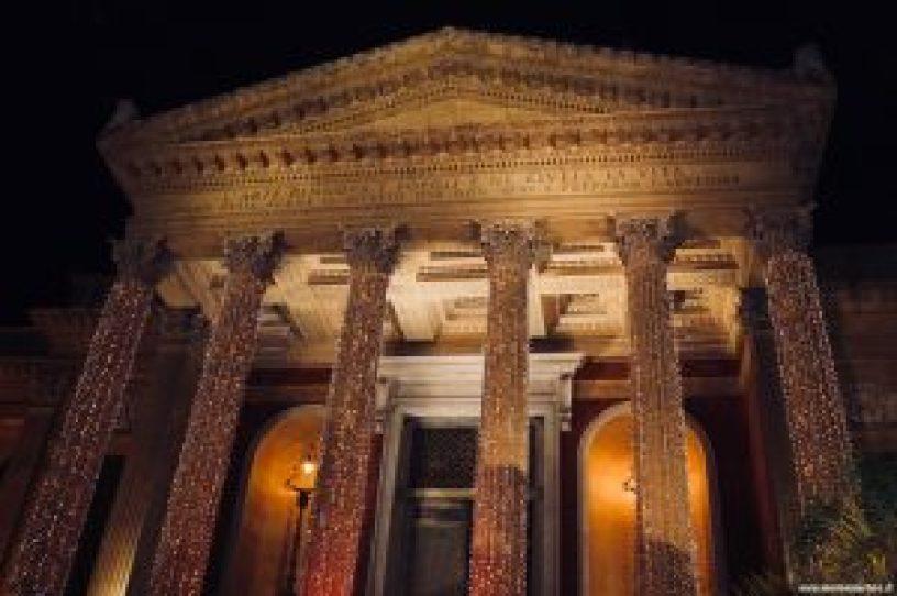 Teatro Massimo illuminato