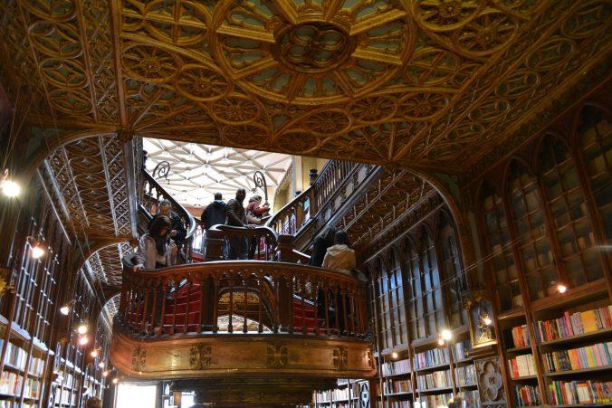 interno libreria lello