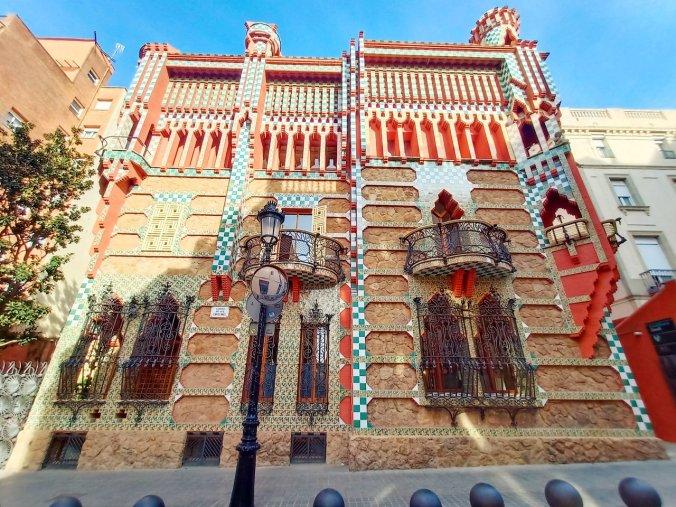 Entrata della casa di Gaudì Barcellona in Gracia.