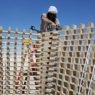 Tangential Dreams at Burning Man 2016 - Dror Ben Hay assembling the modules with structural screws and an impact driver ©Mamou-Mani